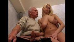 Coroa tarado em porno incesto com filha