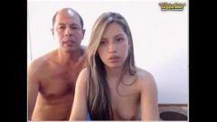 Pai fodendo filha gostosa na webcam ao vivo
