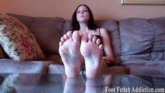 Porno com novinha sexo em fetiche mostrando os pezinhos